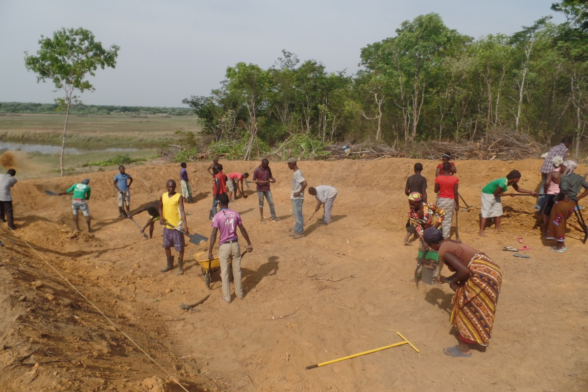 Participants digging the fish pond in Luampa, Zambia